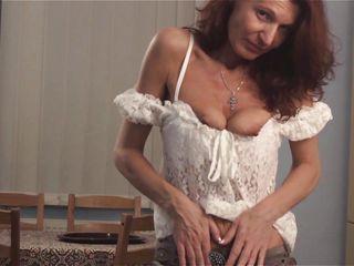 Порно целки мастурбируют