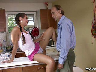 Порно зрелые с короткой стрижкой